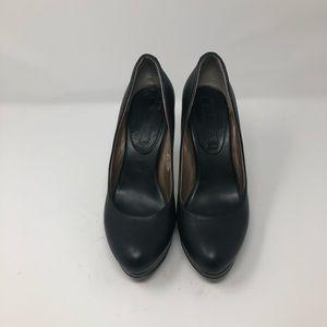 Women's Black Leather Banana Republic pump size 8
